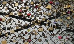 Les amoureux qui cadenassent les pont publics, ponts publics…