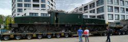 Crocodile (Ce 6/8 II) chargé sur un camion