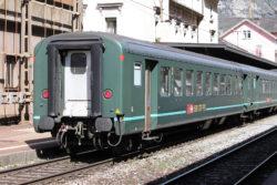 Wagon unitaire CFF 50 85 20-34 707-3 dans la gare de Biasca