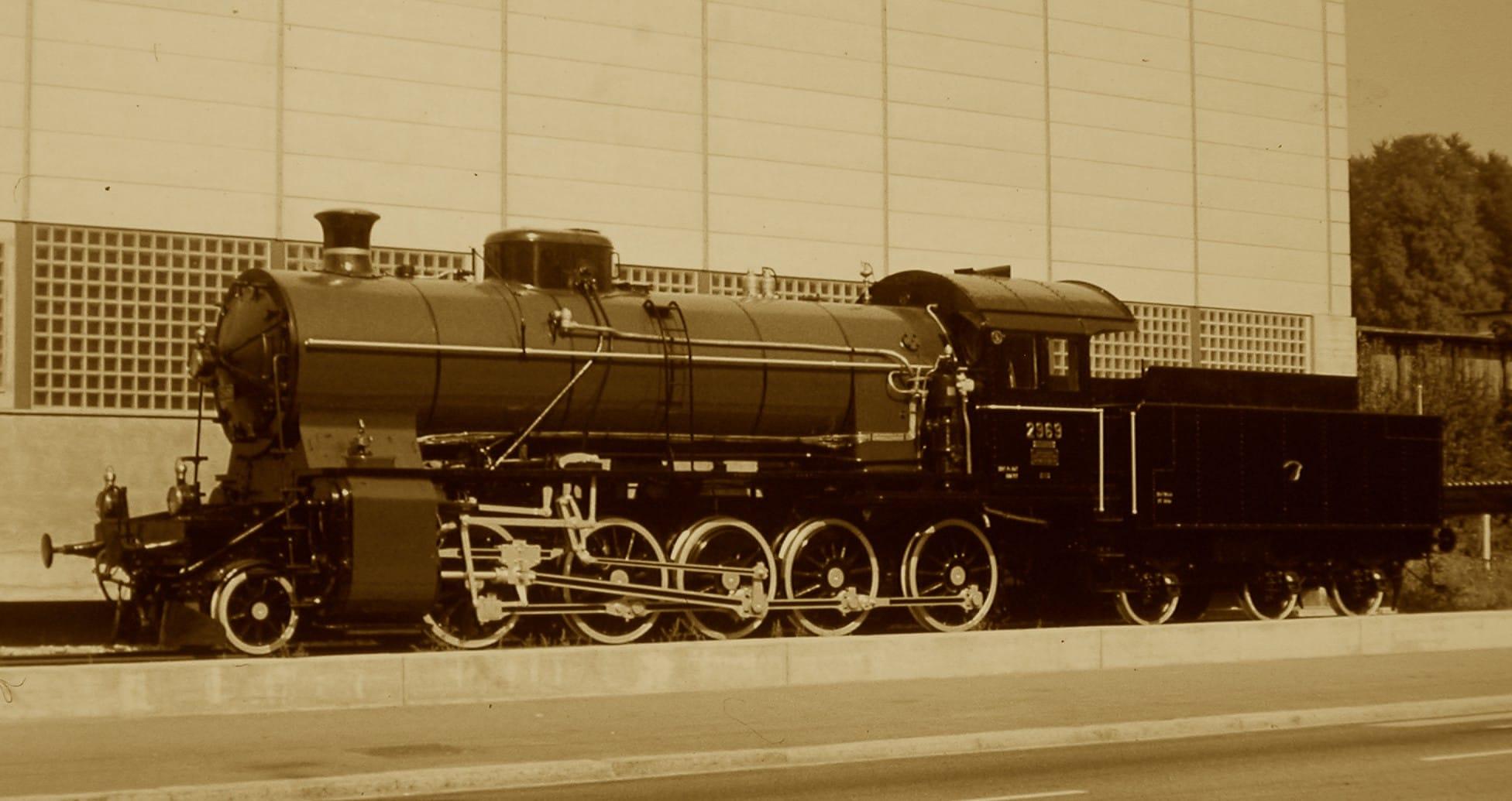 Locomove C ⅚ 2969 devant la halle de la SLM
