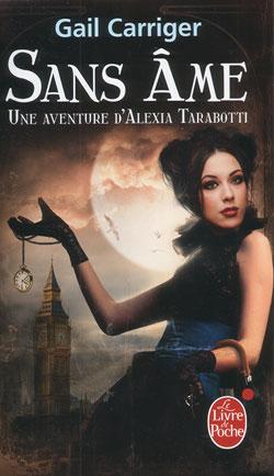 Une jeune femme en corset bleu tenant une montre gousset par le cordon, devant la tour de Londre et la pleine lune