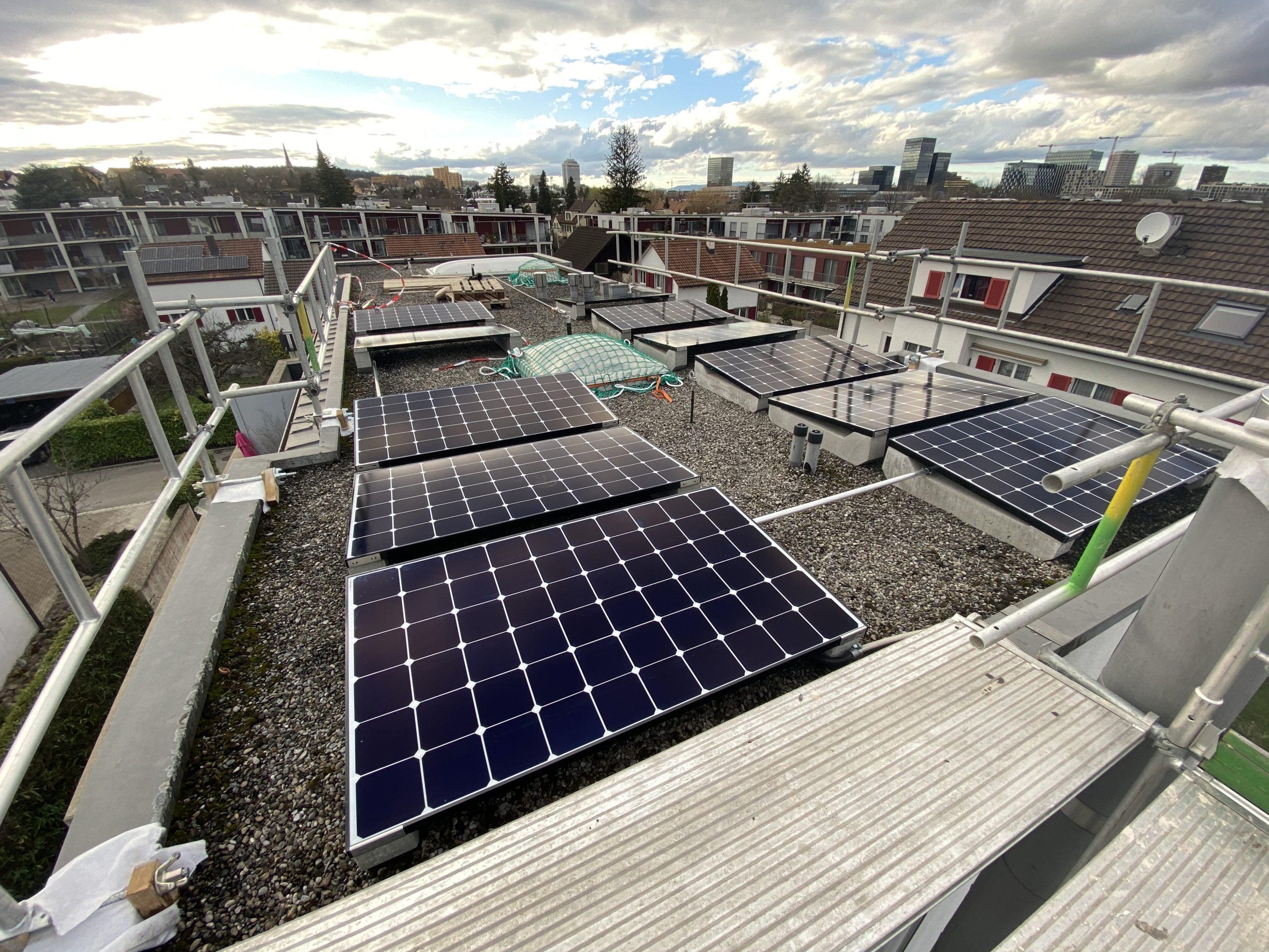 Panneaux Solaires sur un toit plat