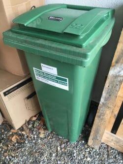 Un container vert de 140 litres