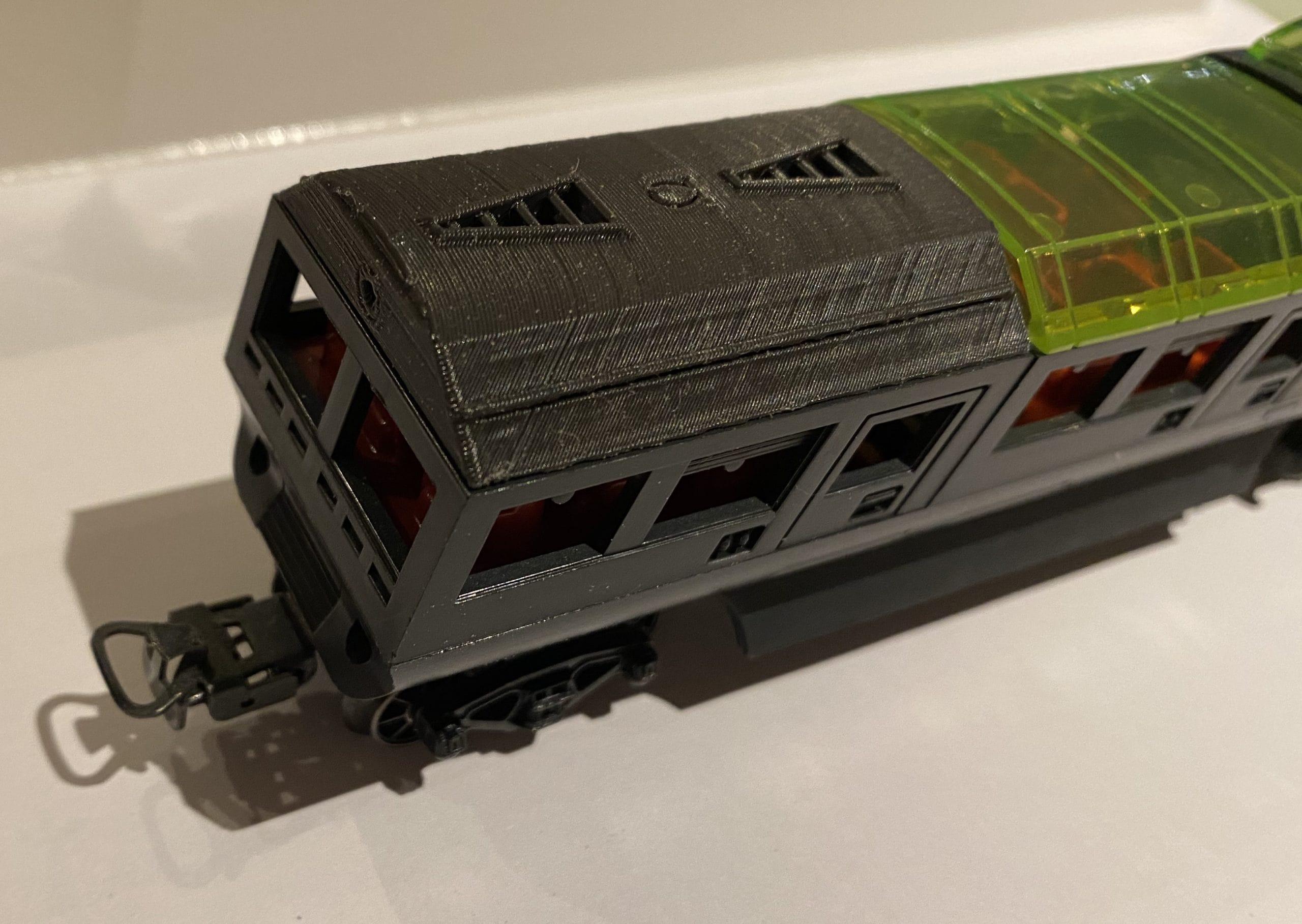 Wagon Märklin α avec un couvercle Ω