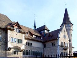 Musée National vu de la Place Spitz, ⓒ Roland zh Creative Commons Attribution-Share Alike 3.0 Unported