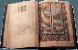 Un Livre Médiéval avec des Enluminures