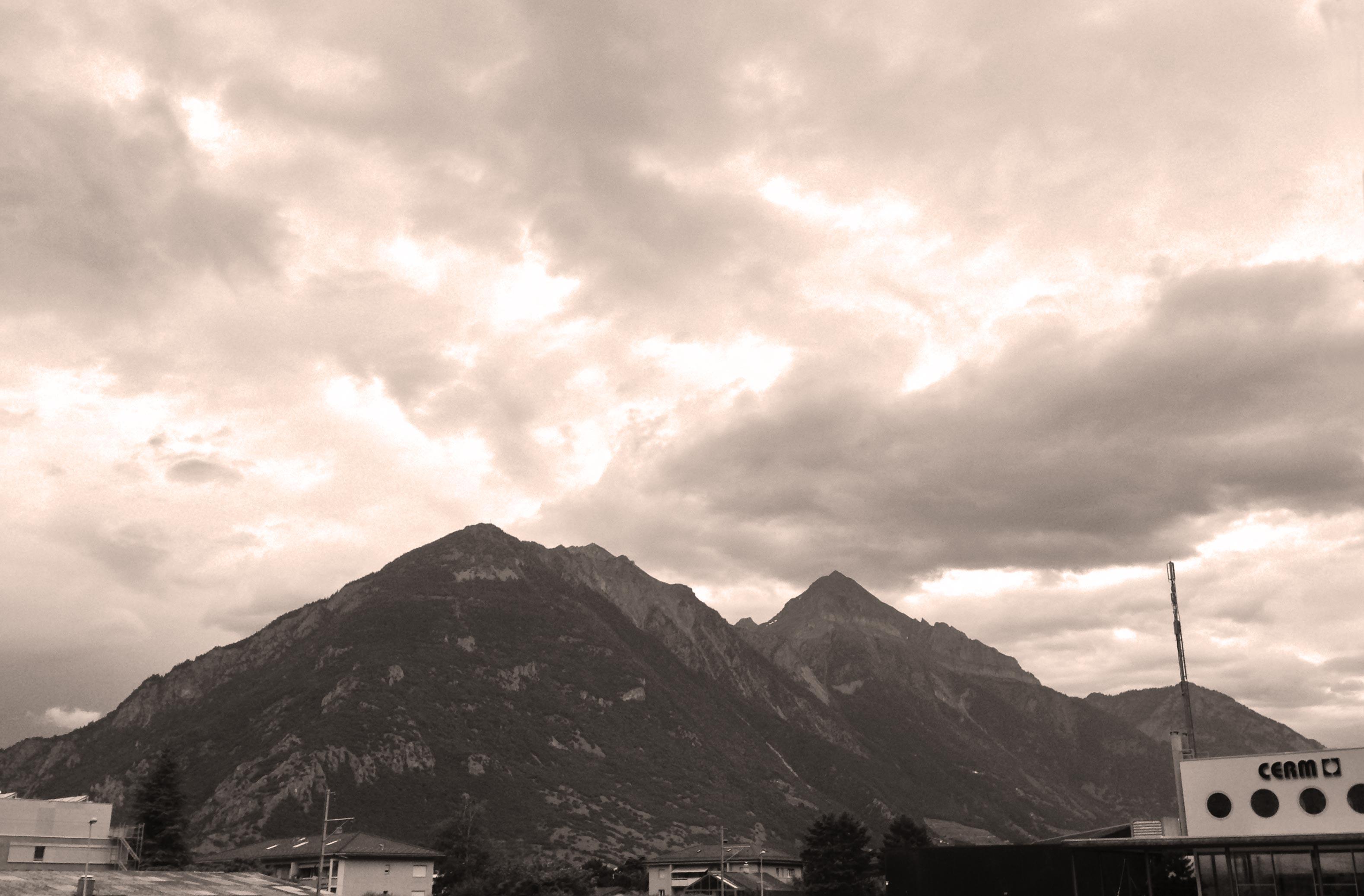 Montagne vue du CERM à Martigny