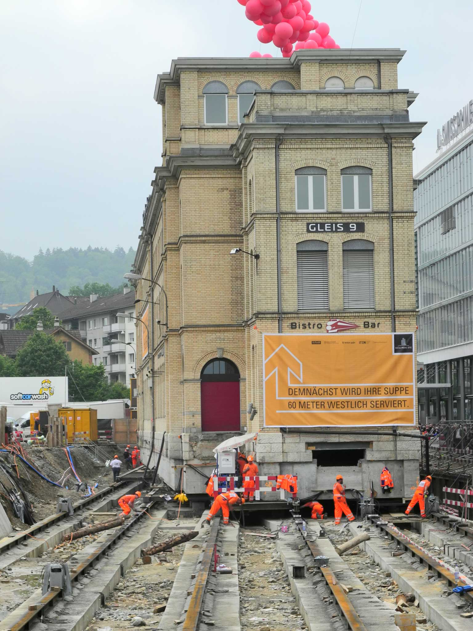 Gleis 9 in Zürich-Oerlikon (Switzerland) at the Oerlikon railway station moving to its new location