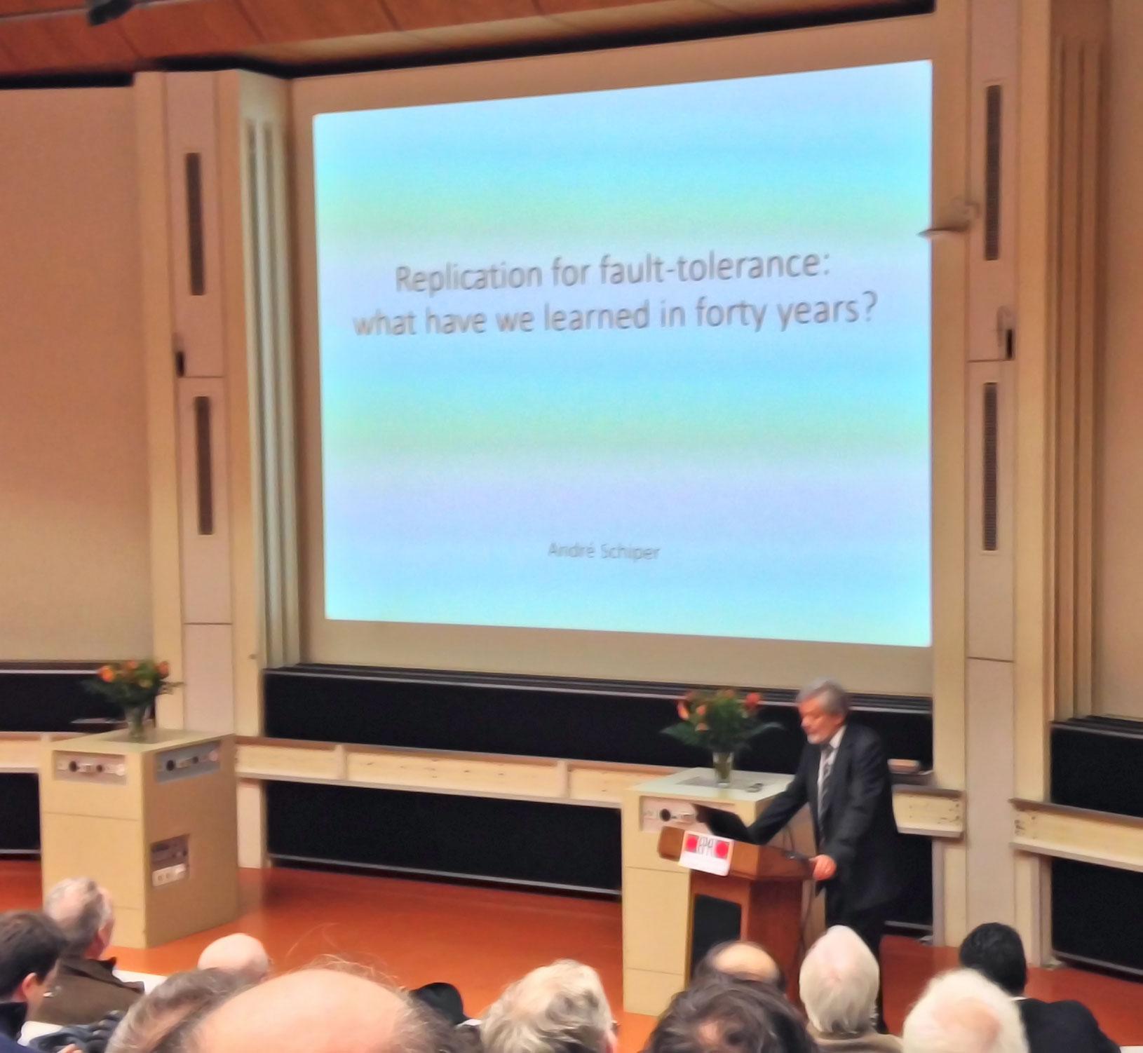 André Schiper presenting his «Leçon d'honneur»